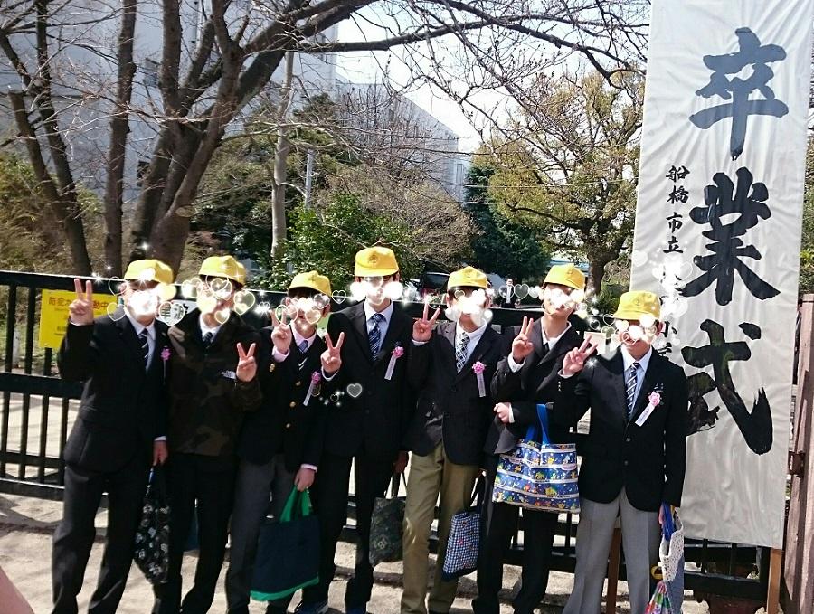息子小学卒業式 (1)