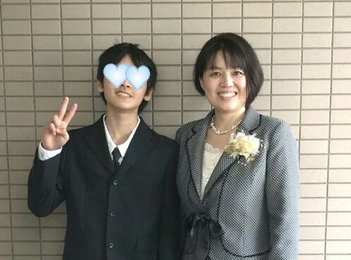 息子小学卒業式 (2)